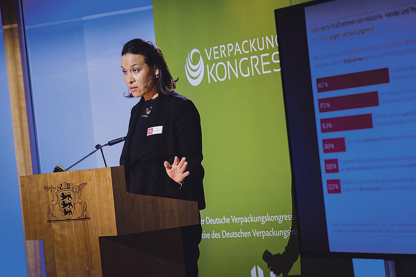 Kim Cheng spricht auf dem Deutschen Verpackungskongress