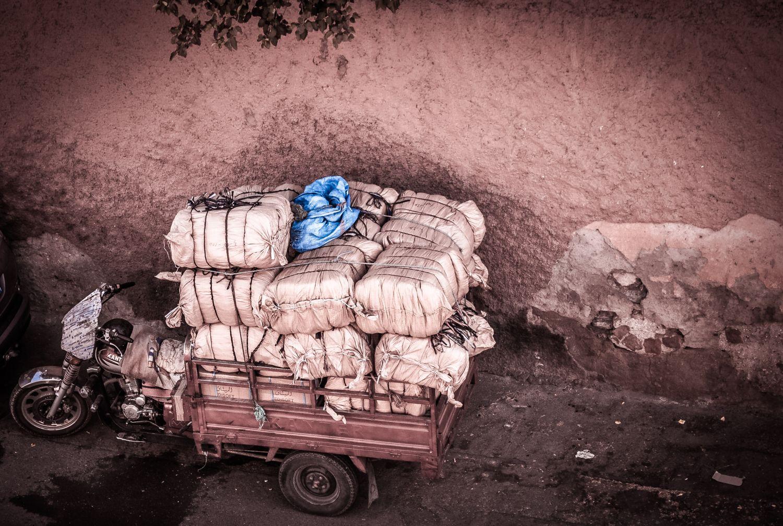 Ein mit Paketen beladenes Lastenzweirad. Thema: Transportverpackungen