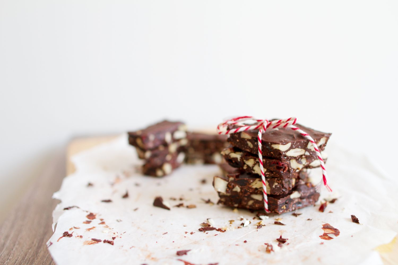 Schokoladenstücke. Thema: Neuigkeiten bei Lebensmittelverpackungen