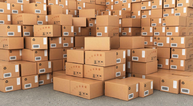 Ein Stapel Verpackungskartons. Thema Umsatzverteilung in der Verpackungsindustrie